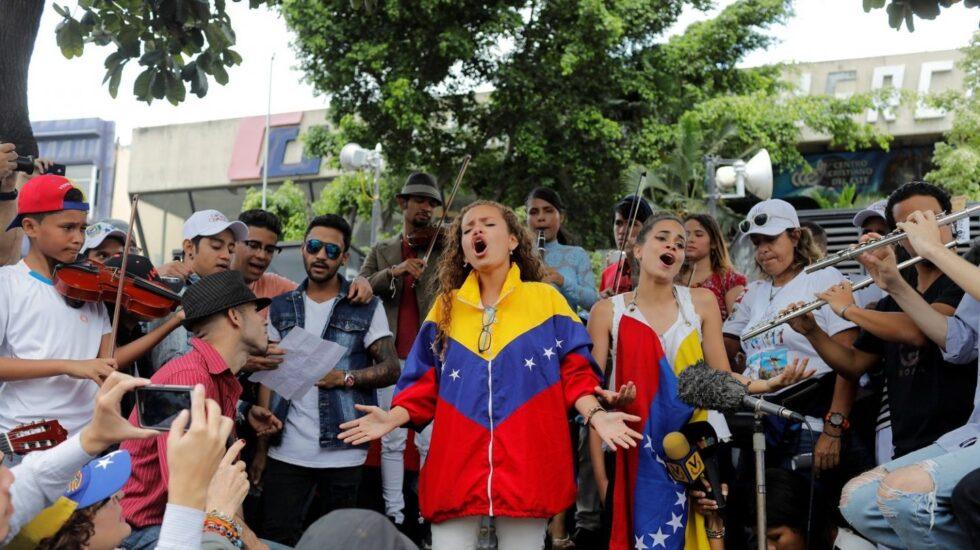 Músicos venezolanos en una protesta