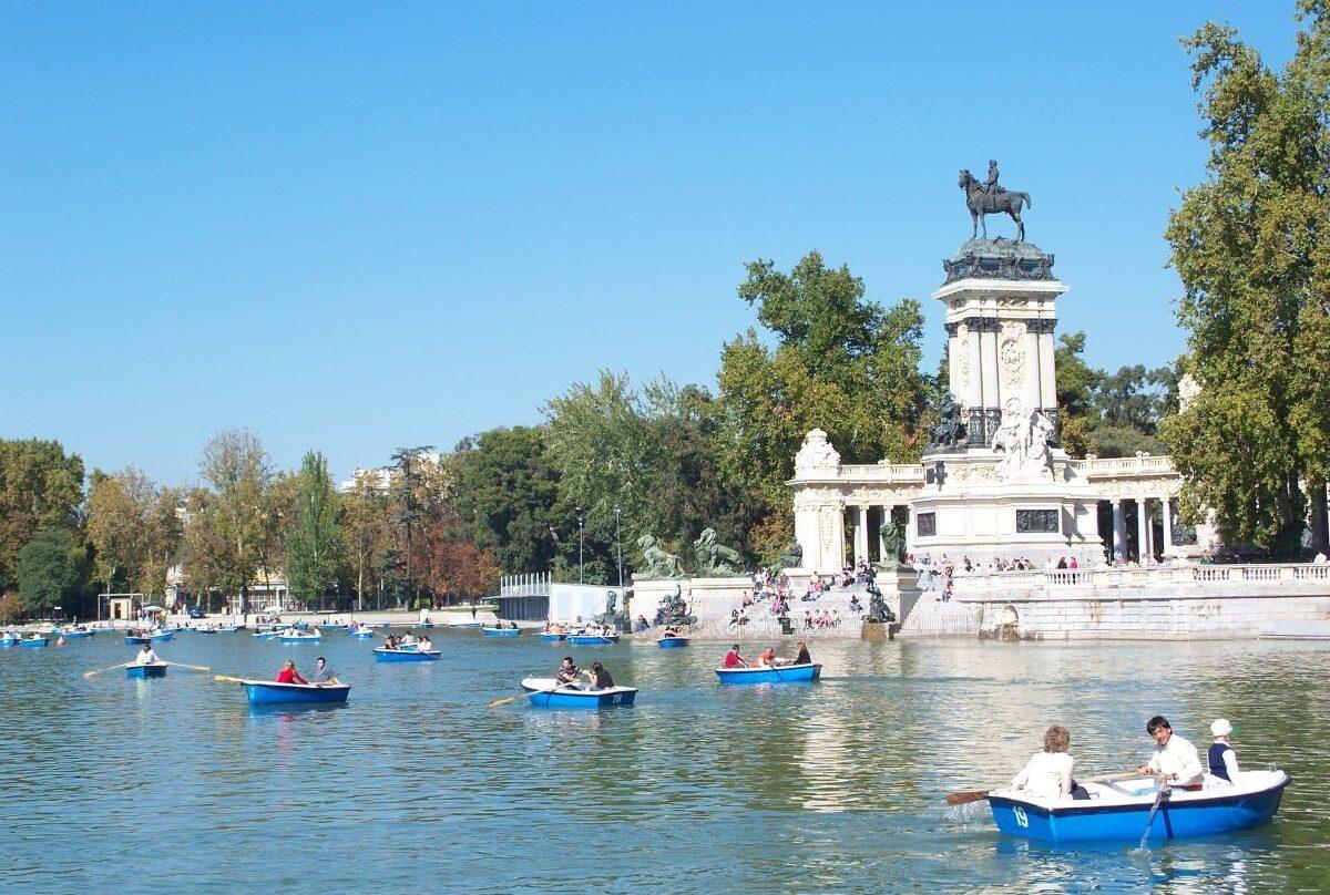 Estanque del parque del retiro en Madrid