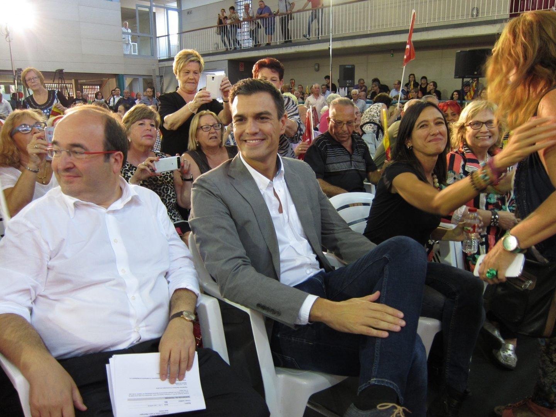 Pedro Sánchez y Miquel Iceta estudian medidas para dar una salida a Cataluña.