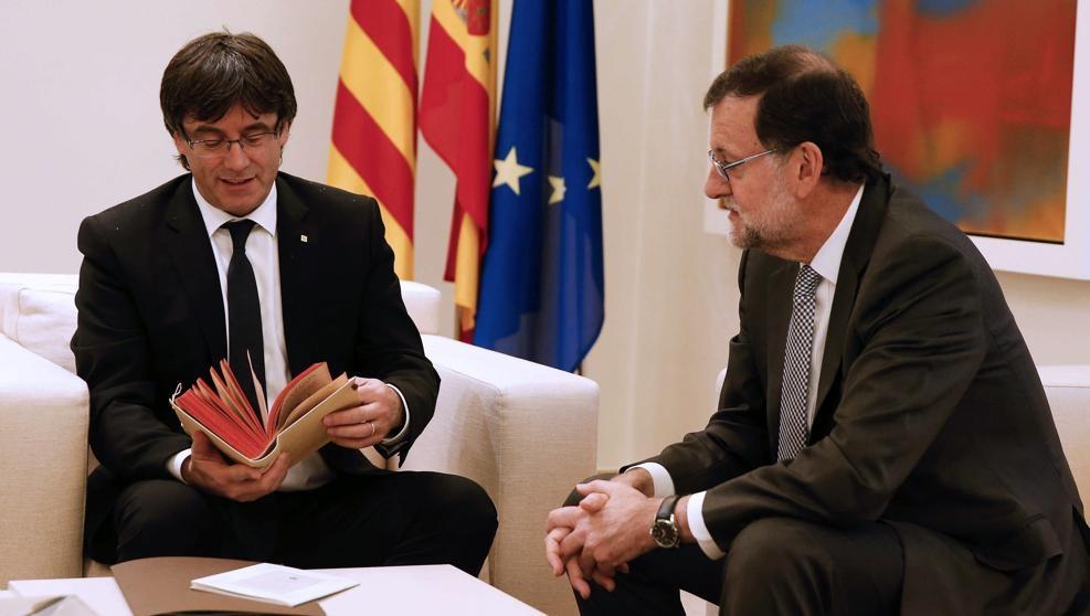 Reunión de Rajoy y Puigdemont en abril del año pasado