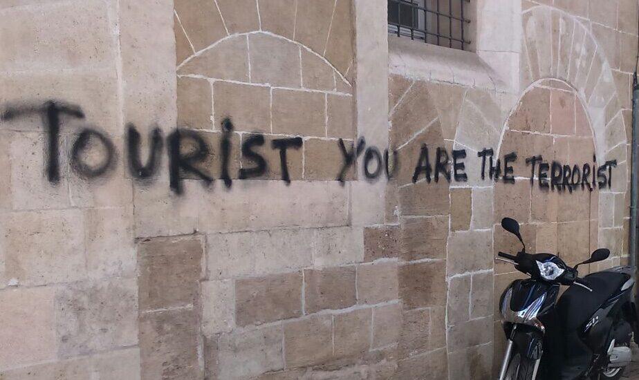Pintada contra la llegada de turistas en Palma de Mallorca.