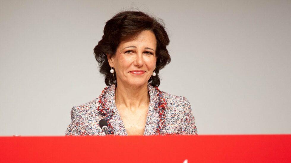 La presidenta de Banco Santander, Ana Botín en la junta general de accionistas de 2017.