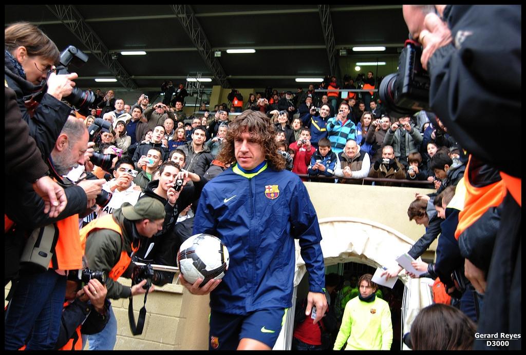 Neymar también tenía ejemplos de fidelidad en casa. El mítico capitán Carles Puyol, por ejemplo, se retiró en 2014 tras 15 temporadas sin conocer otros colores. Es el mismo caso que viven compañeros de plantilla que tampoco han abandonado nunca Barcelona y pasan de la década en el equipo, como Andrés Iniesta, Sergio Busquets o el propio Leo Messi.