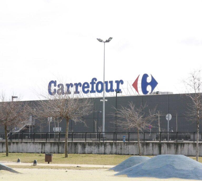 """Francia veta la fusión entre Carrefour y Couche-Tard: """"No cederemos"""""""