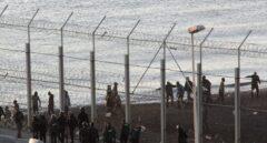 El Gobierno empezará a retirar las concertinas de Ceuta y Melilla antes de que termine el mes