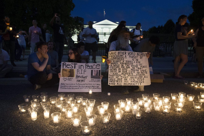 Vigilia ante la Casa Blanca por los sucesos racistas de Charlottesville.