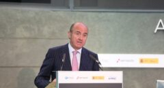 El ministro de Economía, Luis de Guindos, se reúne con inversores internacionales en un momento crucial del desafío de Cataluña.
