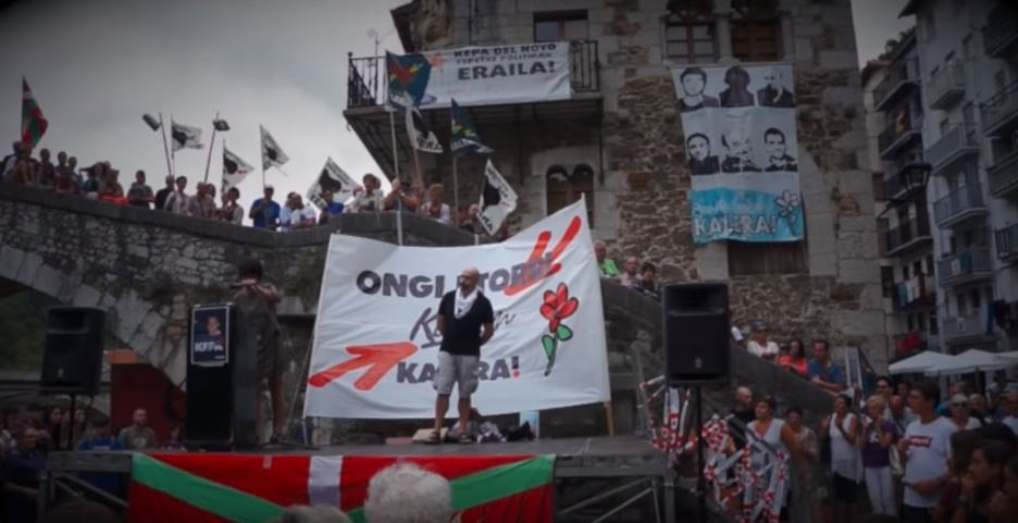 Imagen del recibimiento al etarra Kemen Uranga en la localidad de Ondarroa.