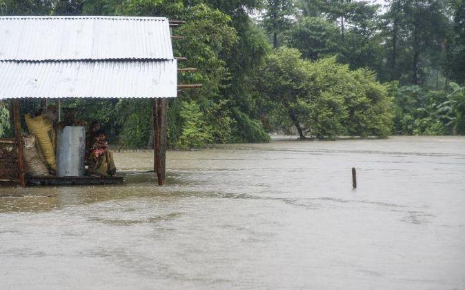 Sesenta y nueve turistas españolas permanecen atrapados por las inundaciones en Nepal.