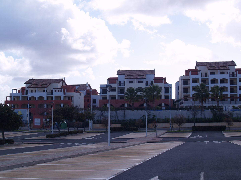 Obra parada en Ayamonte (Huelva) que Sareb vende actualmente.