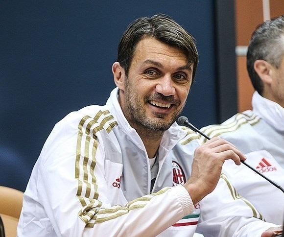 24 años fueron también los que permaneció en el Milán el mítico Paolo Maldini. 1985-2009. Llegó a coincidir dos temporadas con otro incombustible, Franco Baresi, que defendió a los rossoneros durante dos décadas.