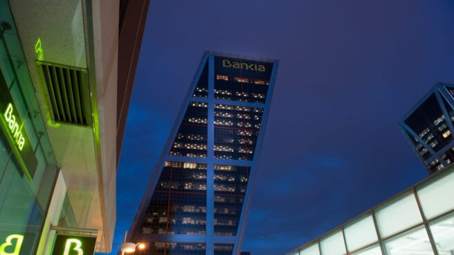 La caída de Bankia en bolsa dificulta la reactivación de su privatización.