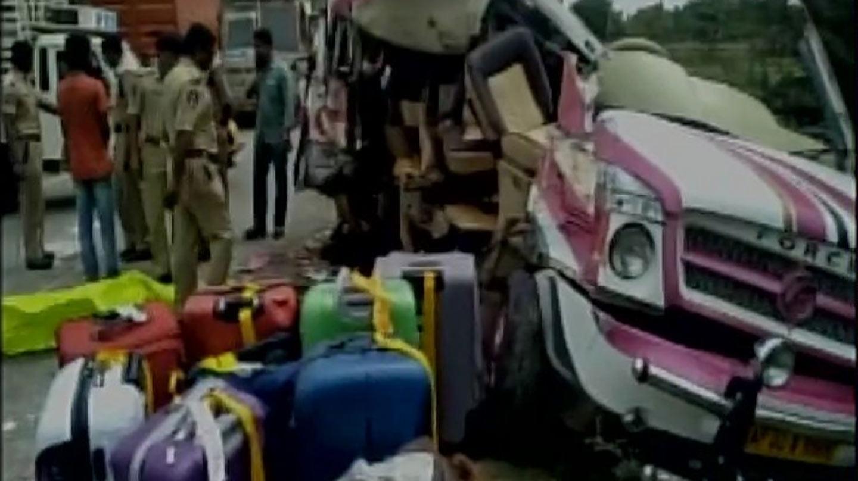 Autobús donde viajaban los españoles fallecidos en India.