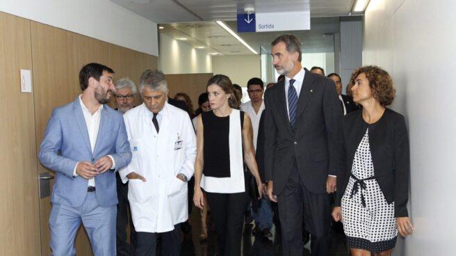 El rey Felipe VI y la princesa Letizia visitan a los heridos.