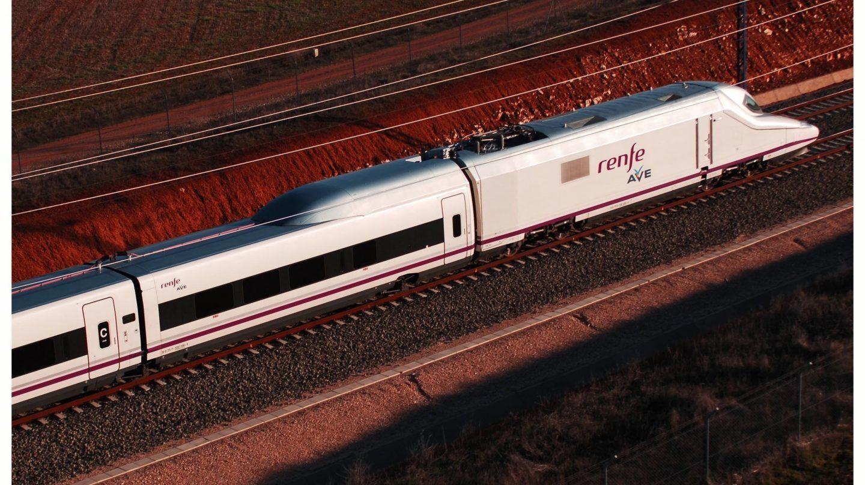 Un tren AVE, a mediados de julio. La CNMC ha lanzado una consulta para liberalizar el trayecto Madrid-Barcelona.