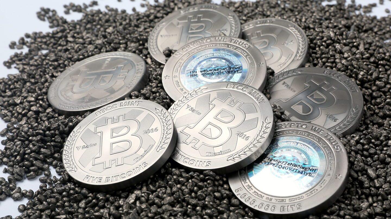 Los inversores empiezan a ver en el bitcoin un mejor refugio que el oro.