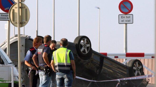 El coche en el que iban los cinco terroristas abatidos en Cambrils.