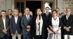 La alcaldesa de Barcelona, Ada Colau, con representantes del sector turístico.