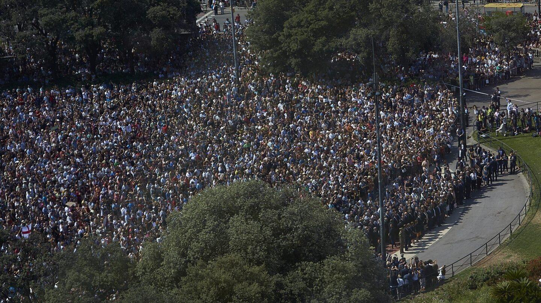 La concentración en la Plaza de Catalunya tras el atentado en Barcelona.