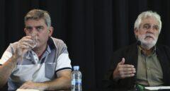 El responsable de Extensión Internacional de IU, Francisco Pérez (i), y el ex eurodiputado del PSOE Vicent Garcés.