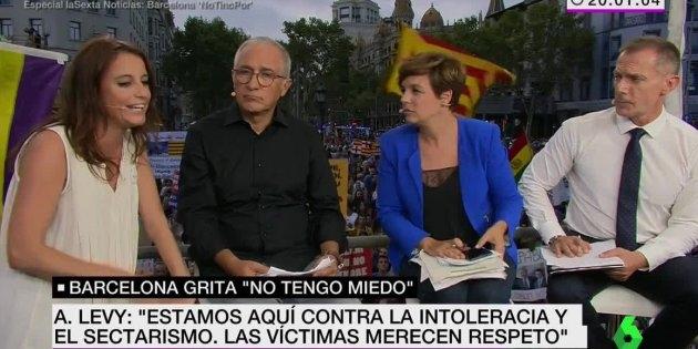 Andrea Levy, abucheada en directo en la manifestación de Barcelona.