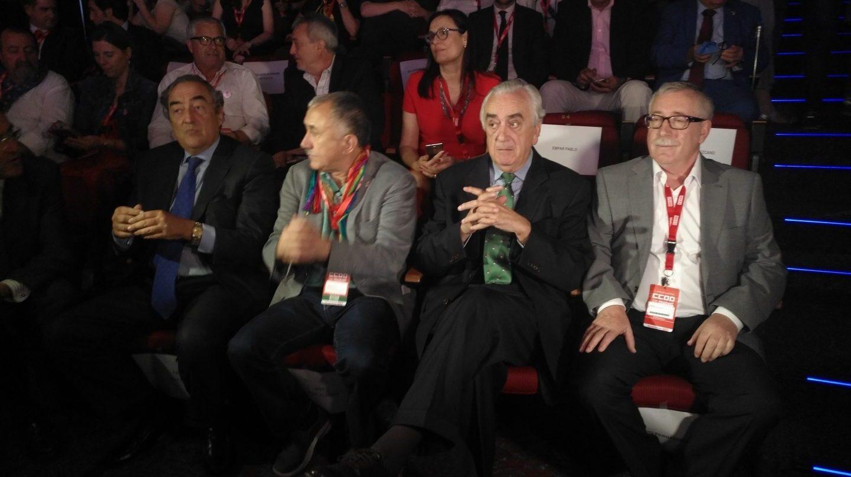 Marcos Peña en junio pasado, flanqueado por Pepe Álvarez (UGT) y Toxo (CCOO).