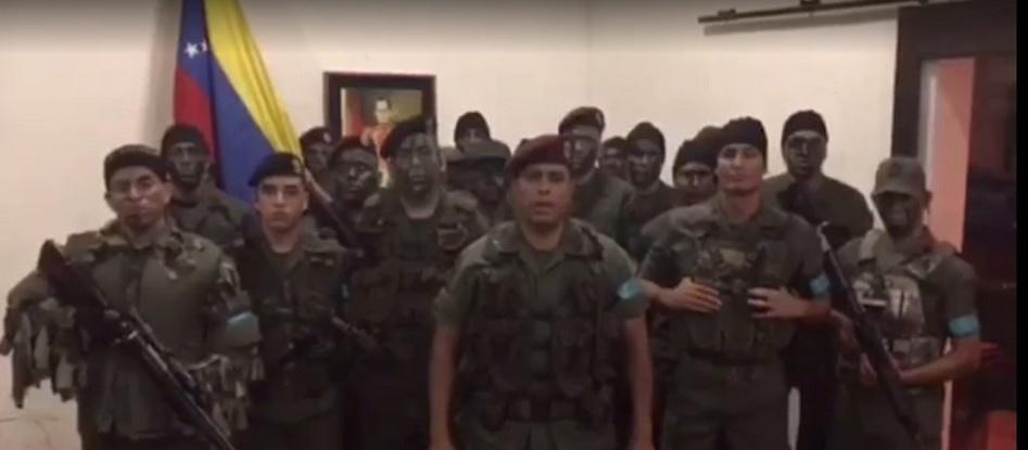 Militares del ejército de Venezuela se han declarado este domingo en rebeldía con el gobierno de Maduro.