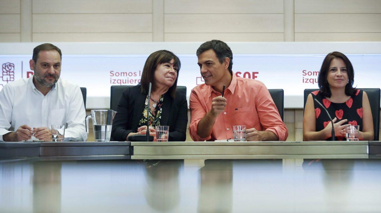 José Luis Ábalos, Cristina Narbona, Pedro Sánchez y Adriana Lastra, en la ejecutiva del PSOE.