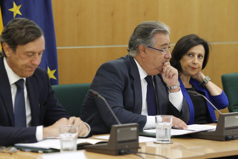 El ministro del Interior, Juan Ignacio Zoido, en el centro, en la reunión del Pacto Antiyihadista.
