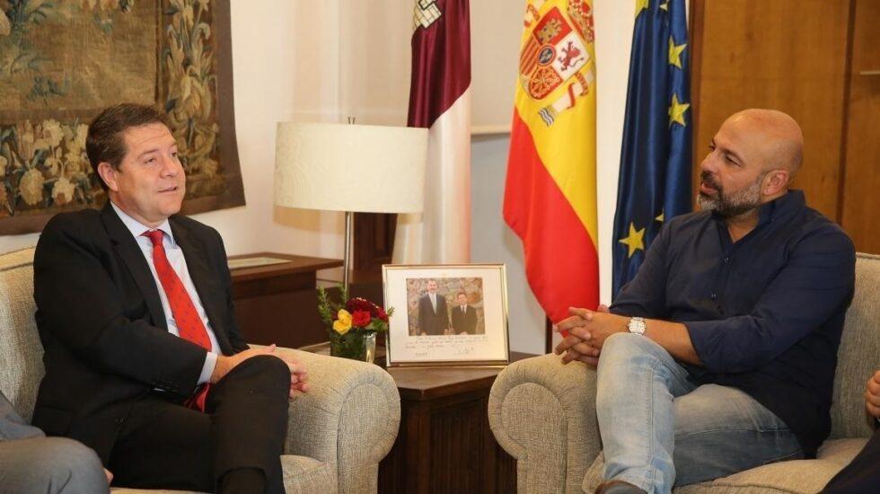 El presidente del Gobierno de Castilla-La Mancha, el socialista Emiliano García Page, junto con el secretario general de Podemos CLM, José García Molina.