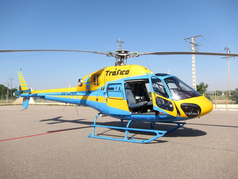 Un helicóptero de la DGT.