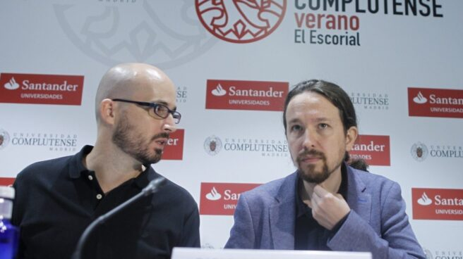 El responsable de economía de Podemos, Nacho Álvarez, y su secretario general, Pablo Iglesias, estudian emplear a mayores de 55 años en la construcción