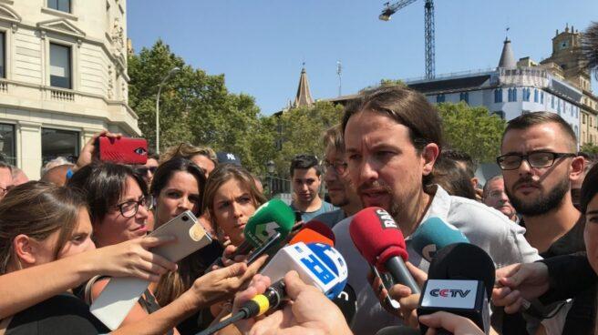 El líder de Podemos, Pablo Iglesias, tras el minuto de silencio por le atentado terrorista en Barcelona.