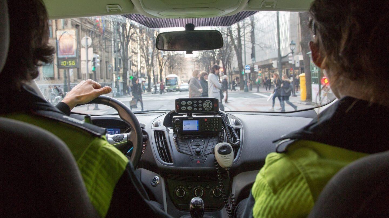 Interior de un coche de la Policía Local.
