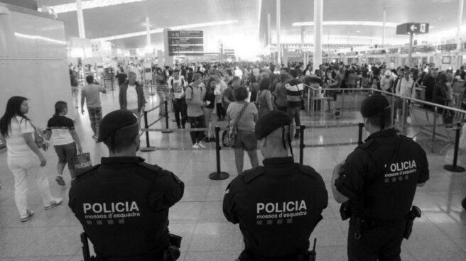 Vigilantes en El Prat.