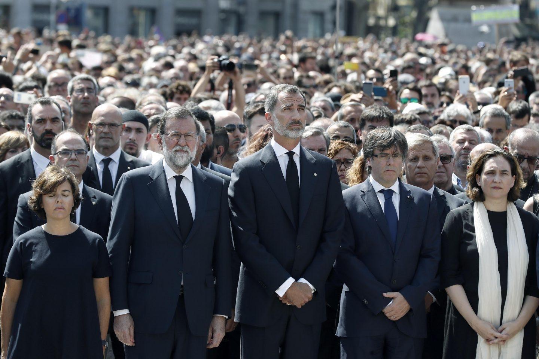 Soraya Sáenz de Santamaría, Mariano Rajoy, el Rey Felipe, Carles Puigdemont y Ada Colau.