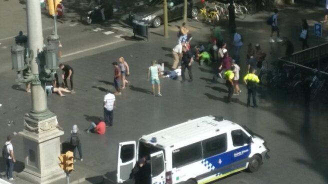 Heridos en Las Ramblas de Barcelona por el atropello masivo.
