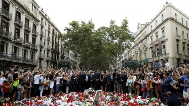 Altar en homenaje a las víctimas del atentado en Las Ramblas de Barcelona.