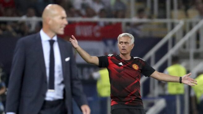 Zinedine Zidane y José Mourinho, durante la Supercopa de Europa celebrada en Skopje.