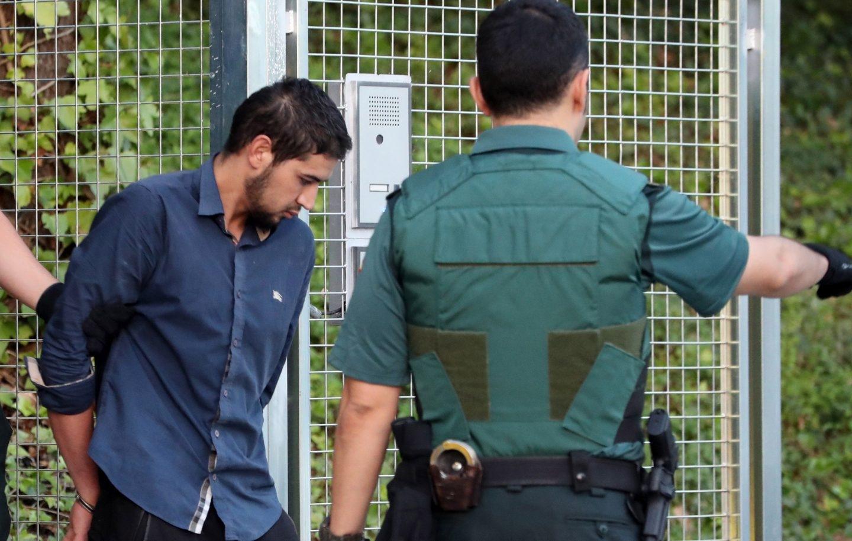Salah El Karib, uno de los miembros de la célula de Ripoll, durante su traslado a la Audiencia Nacional.