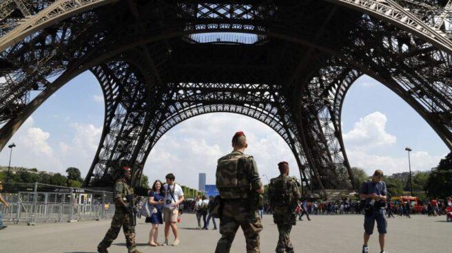 Seis soldados franceses heridos en un atropello al noroeste de París.