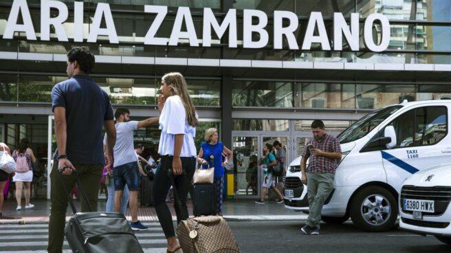 Un taxi en la estación de Málaga.