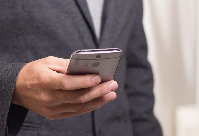 Facua denuncia a 18 aseguradoras por contar con teléfonos 901 y 902.