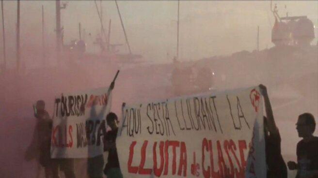 Protesta de miembros de Arran contra el turismo en Palma de Mallorca.