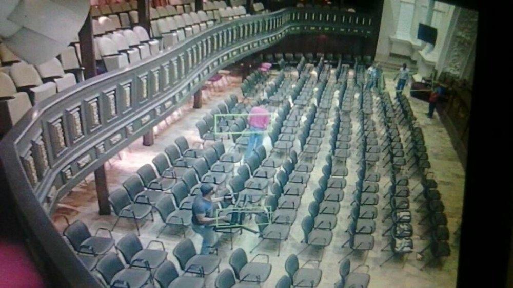 Tres activistas, en el interior del Palacio Federal Legislativo.