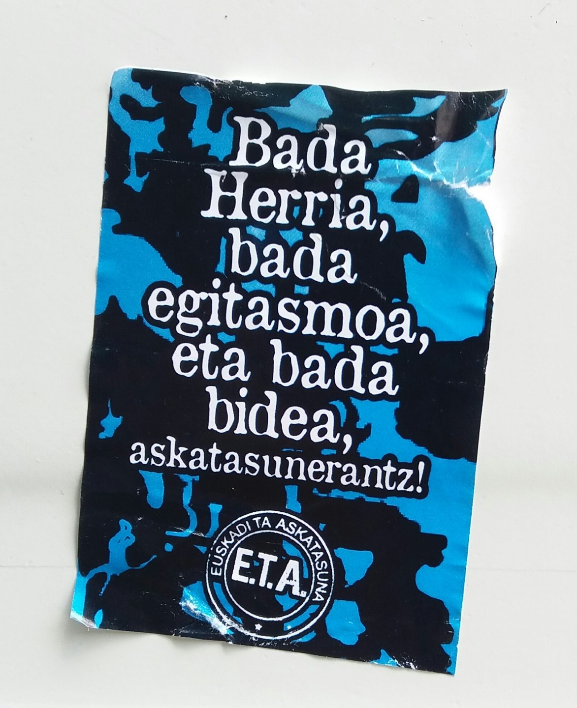 Imagen de pegatinas de apoyo a ETA aparecidas en algunos municipios vascos.