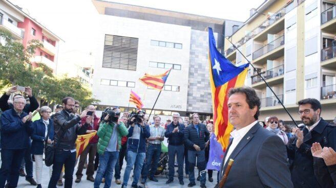 Referéndum 1-O: El alcalde de Oliana (Lleida), Miquel Sala (PDeCAT), en los juzgados de la Seu d'Urgell (Lleida).