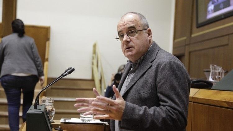 El portavoz del PNV en el Parlamento Vasco durante una intervención en la Cámara vasca.