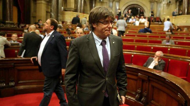 Carlos Puigdemont y Oriol Junqueras, en el salón de plenos del Parlamento de Cataluña.