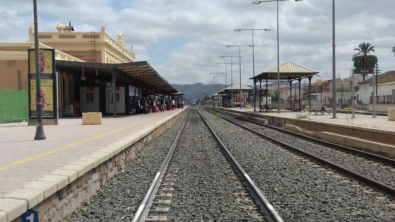 Estación de Murcia del Carmen, a mediados de agosto. Iba a ser provisional y va a cumplir 155 años.